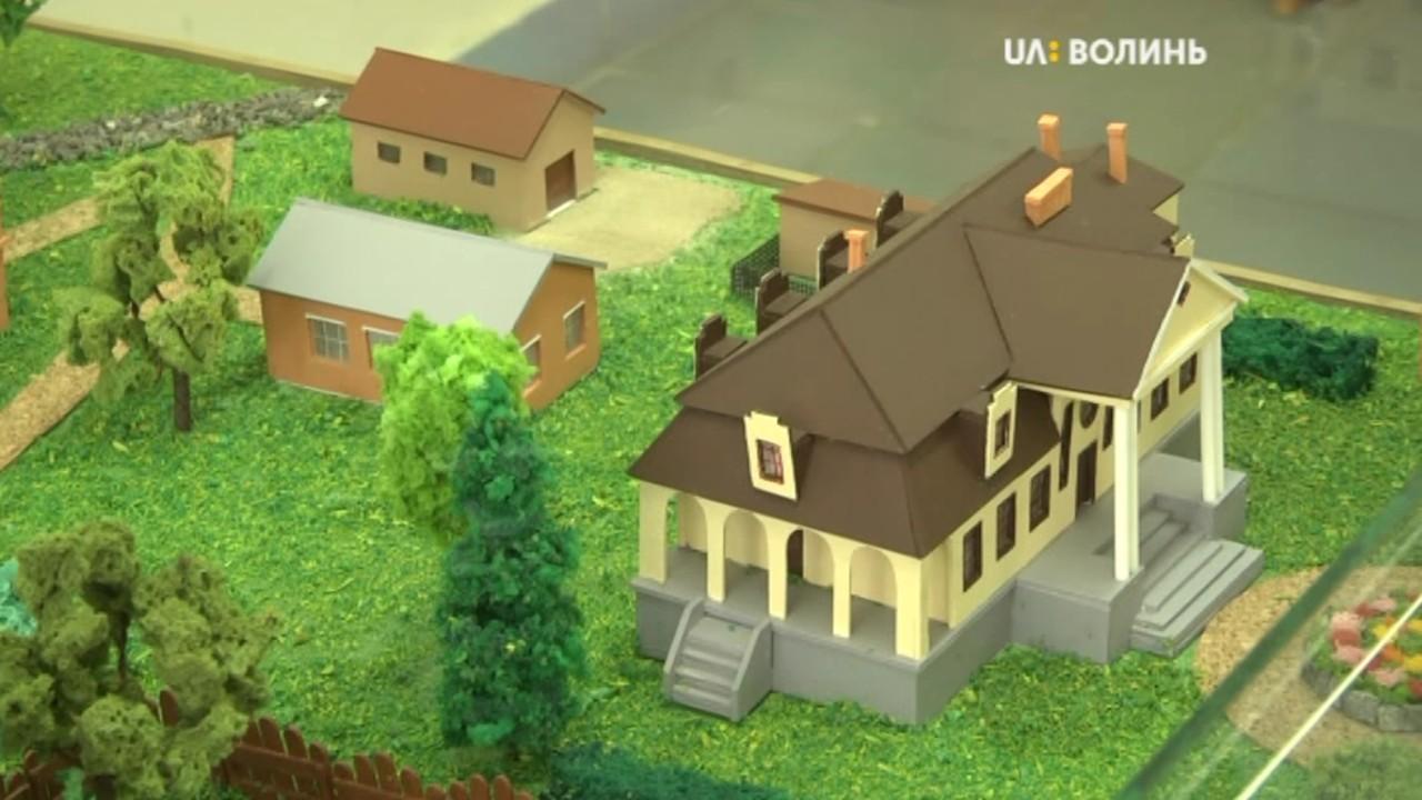 Луцькі студенти зробили макет маєтку Липинських у Затурцях
